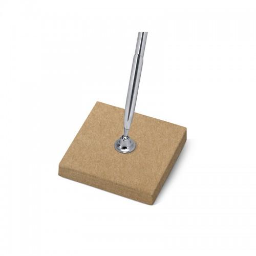 Stojaczek z papieru kraft ze srebrnym długopisem
