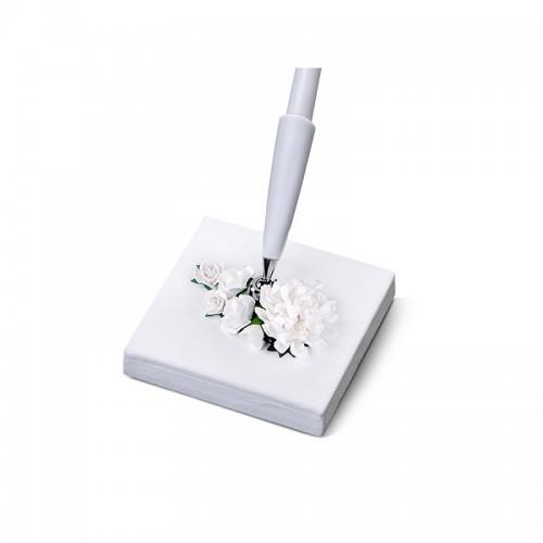 Stojaczek z perłowego papieru z kwiatkami z białym długopisem