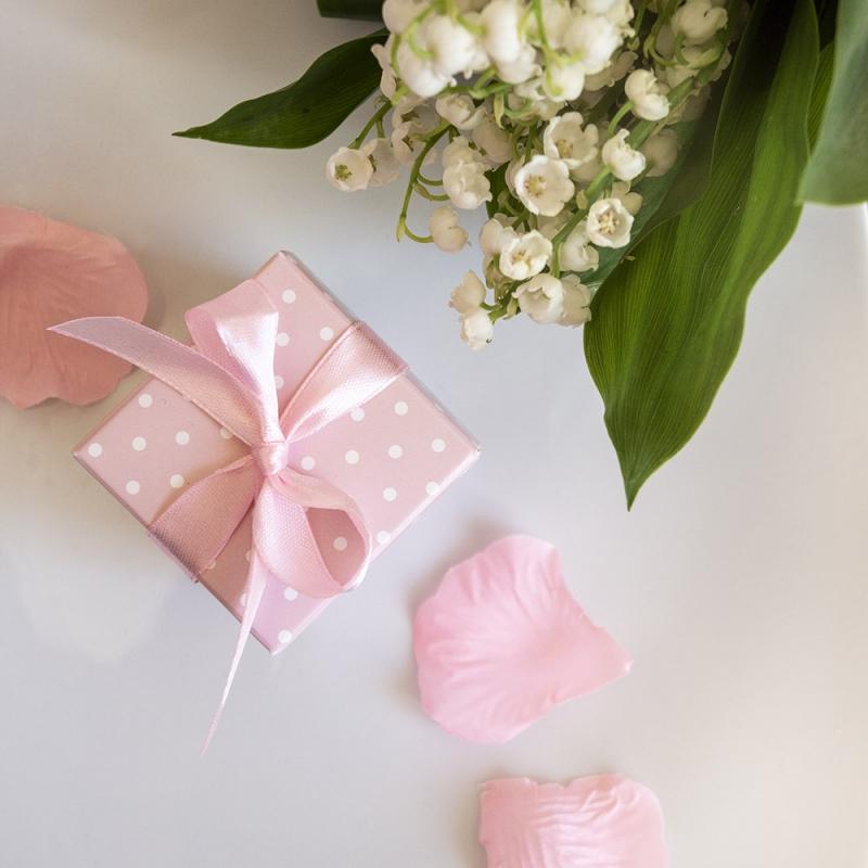 Różowe pudełeczka w kropki z kokardką (10 sztuk)