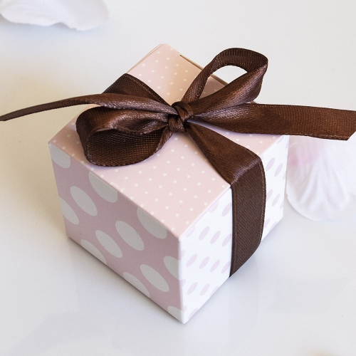 Biało - różowe pudełeczka w kropki z kokardką (10 sztuk)