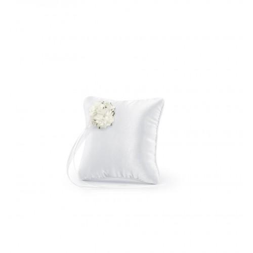 Biała poduszka pod obrączki z kwiatem