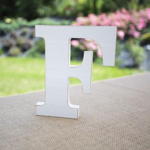 """Drewniana literka """"F"""" - biała"""