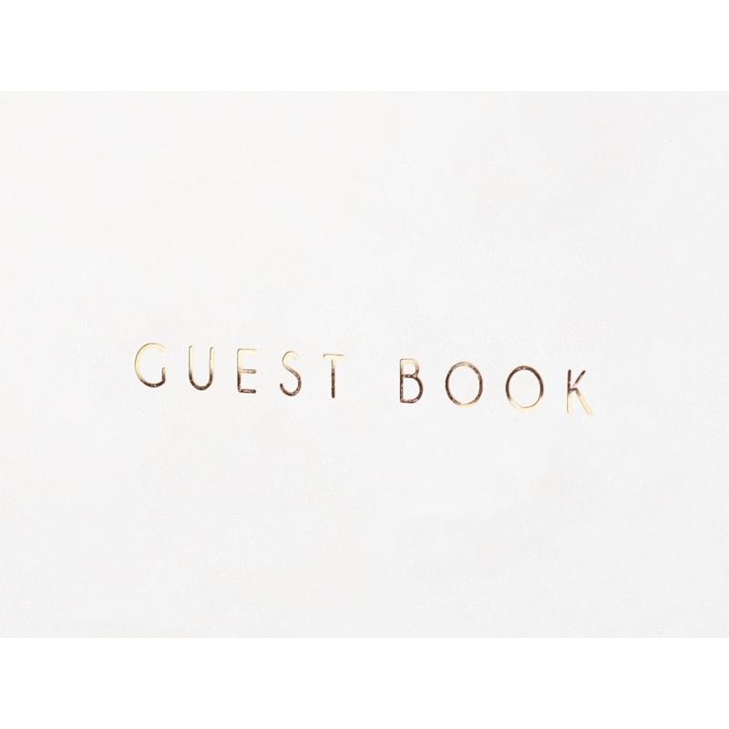 Księga gości, biała z napisem w kolorze złotym