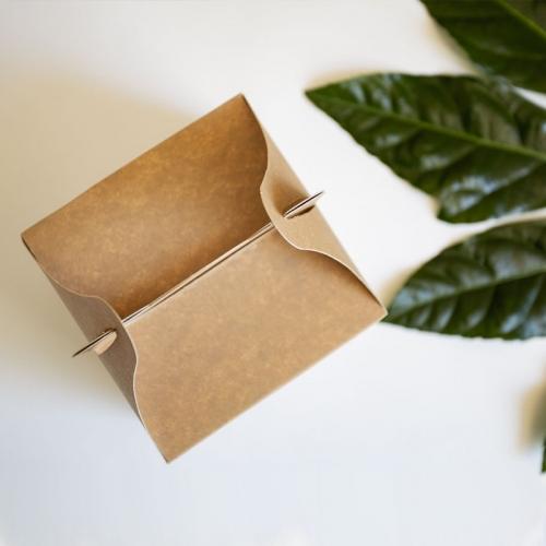 Małe pudełko na ciasto z papieru czerpanego