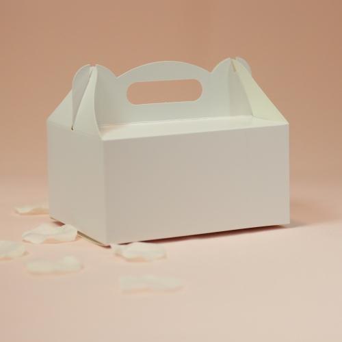 Białe pudełko na ciasto
